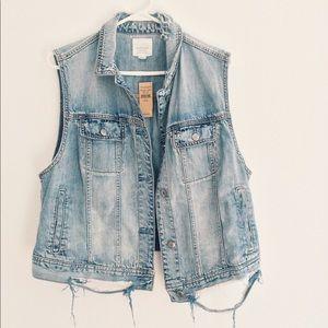 American Eagle Distressed Jean Vest Jacket